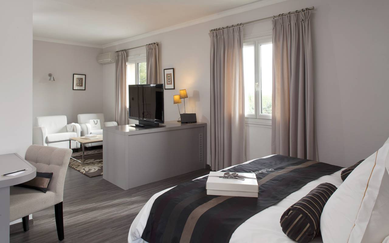 Spacious suite hotel alpilles provence